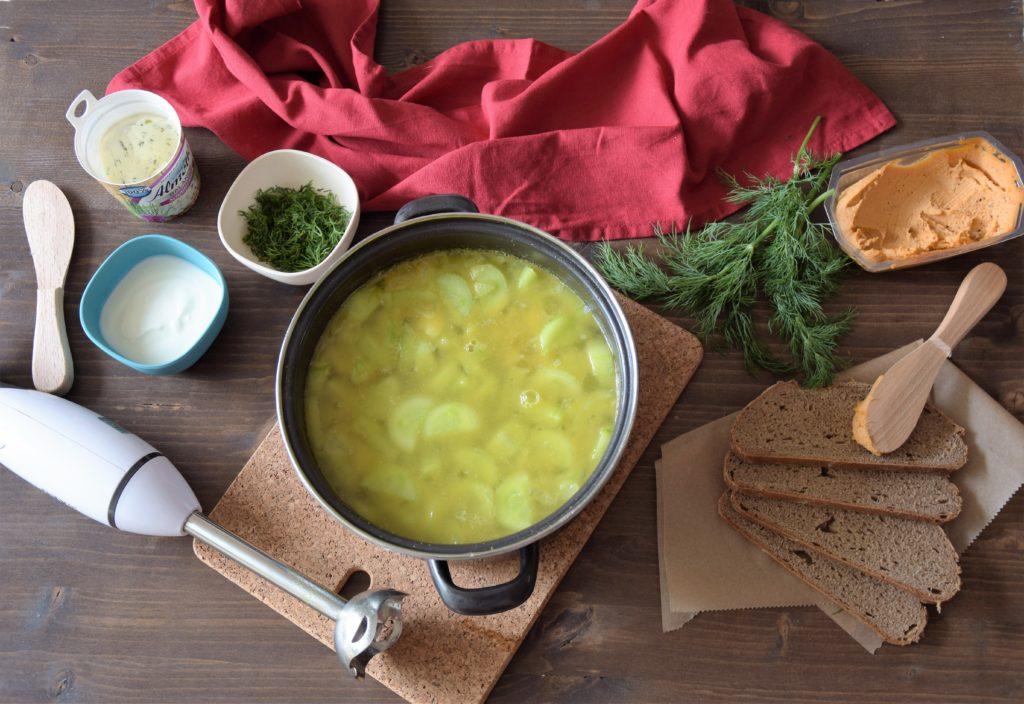 Zupa ogórkowa z curry w garnku