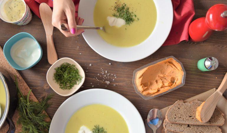 Zupa ogórkowa z curry z koperkiem i jogurtem
