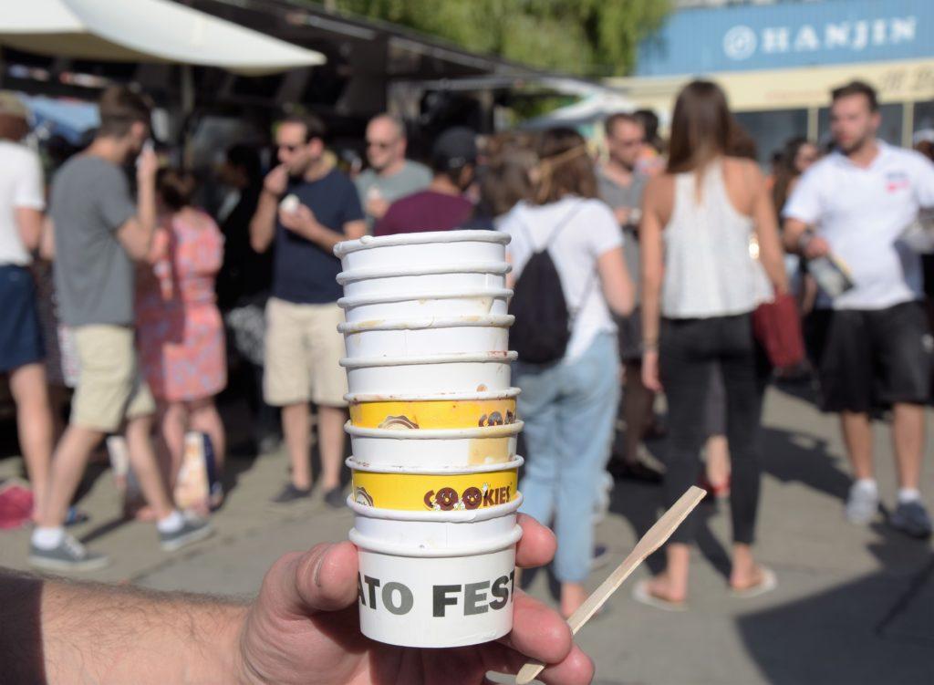 Festiwal lodów w Berlinie - puste kubeczki po lodach