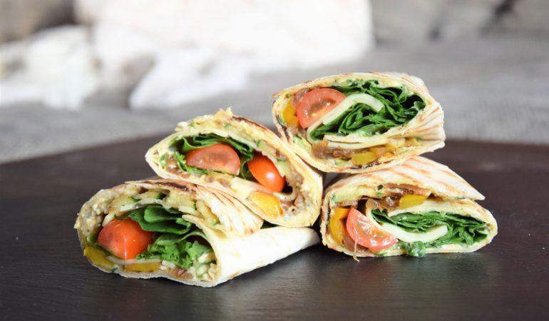 wegetariańskie wrapy z cukinią i hummusem